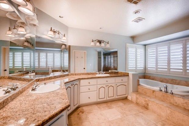 9865 Elkhorn Road Las Vegas NV-print-016-41-Master Bathroom-2700x1800-300dpi.jpg